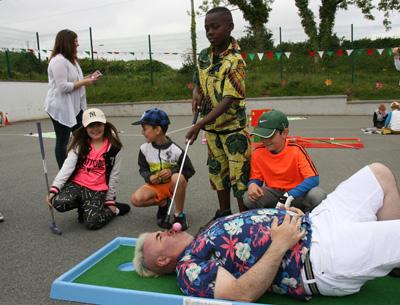 Le Chéile host Crazy Golf-A-Thon Fundraiser